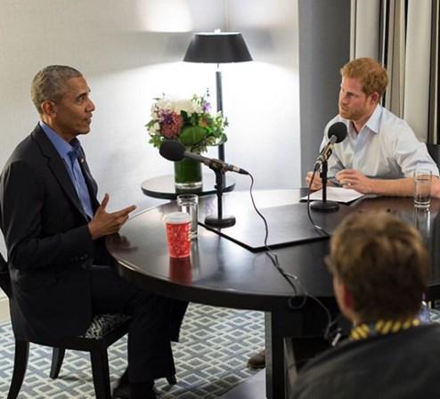 Príncipe Harry entrevista Barack Obama para programa de rádio