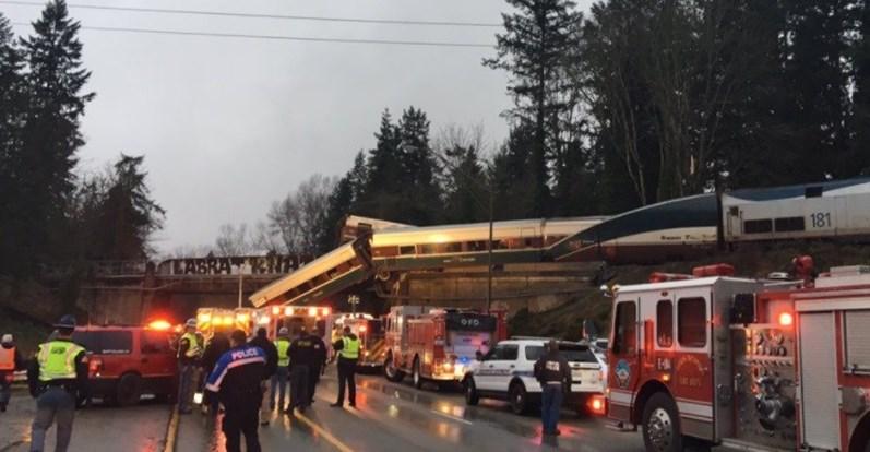 EUA: Trem descarrilha e deixa vários mortos no estado de Washington