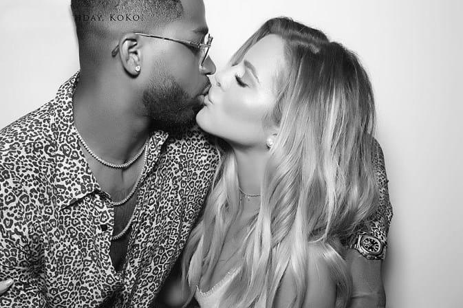 Khloé Kardashian confirma gravidez postando foto nas redes