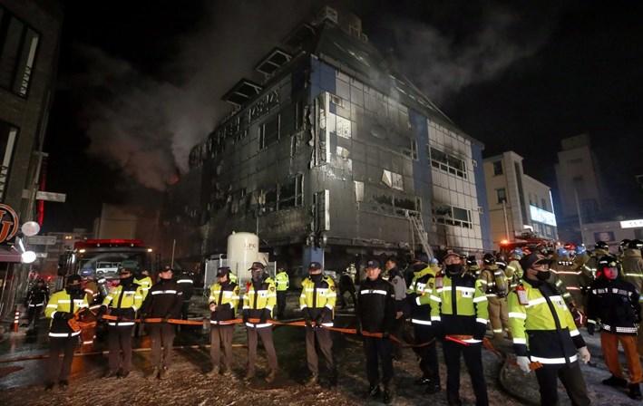 Incêndio em ginásio faz pelo menos 18 mortos