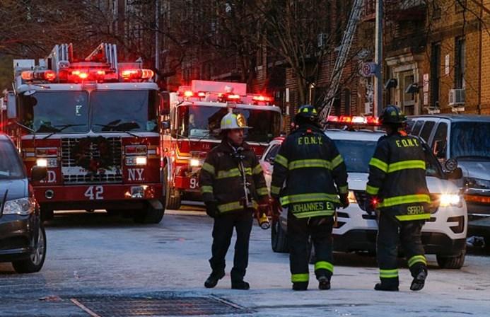 Incêndio mata 12 pessoas em prédio de Nova York, nos EUA
