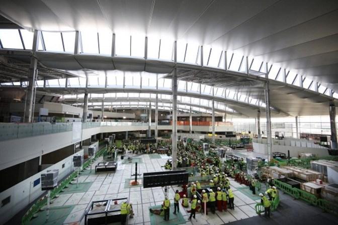 Londres. Acidente no aeroporto de Heathrow leva à evacuação de aviões