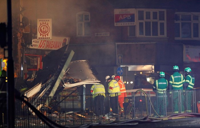Quatro feridos e operações de busca em curso — Explosão em Leicester