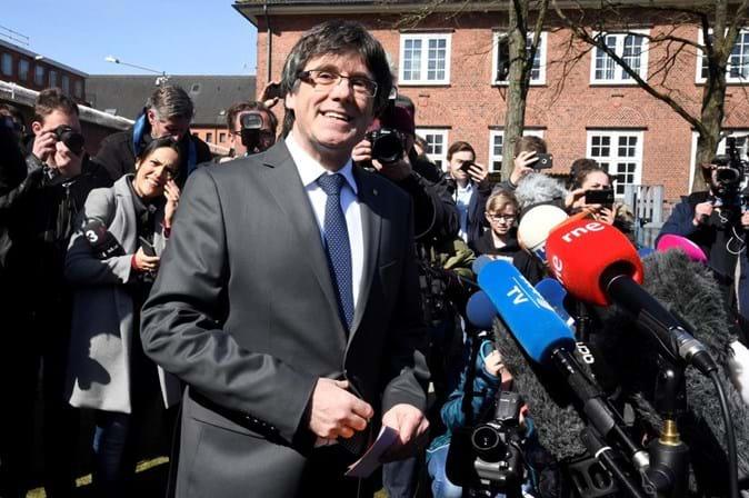Constitucional suspende lei que permite investir Puigdemont por videoconferência