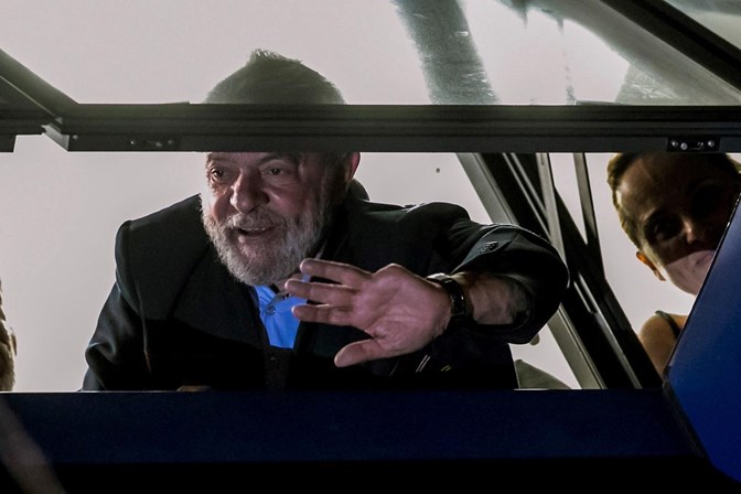 Lula se torna primeiro presidente da história a ser preso