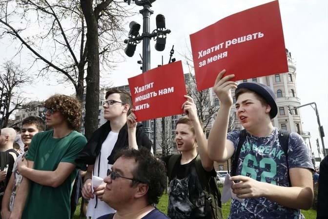 Polícia esmaga manifestações anti-Putin