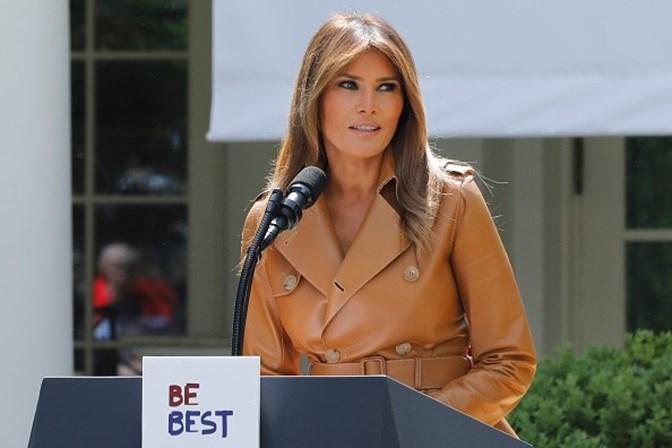 Melania Trump anuncia campanha contra cyberbullying