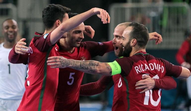 Portugal garantiu esta sexta-feira um lugar nos quartos de final do Europeu  de futsal a433b9e66b102