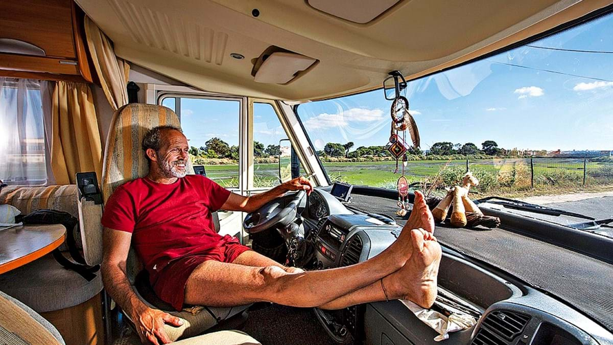 12d8e626b Eles mudaram de casa para viver numa autocaravana - Vida - SÁBADO