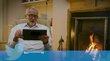 Jeremy Corbyn lê Mean Tweets