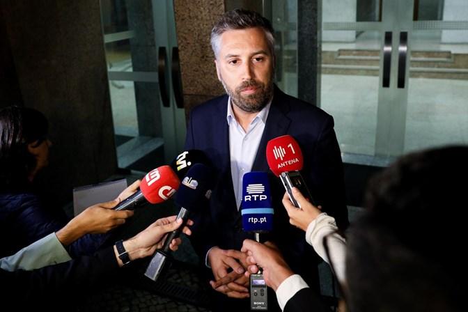 Resultado de imagem para Governo confirma que está a estudar juntar aeroporto civil à base de Monte Real