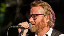 Ex-Walkmen desafia Matt Berninger dos The National para tema solidário. Veja o vídeo
