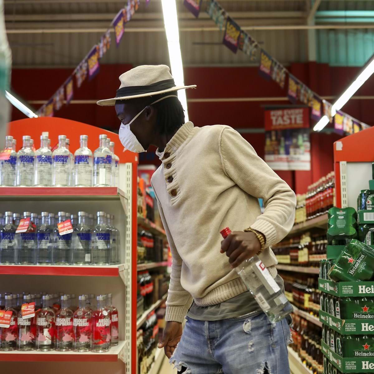 Sudão autoriza consumo de álcool aos não muçulmanos - Mundo - SÁBADO