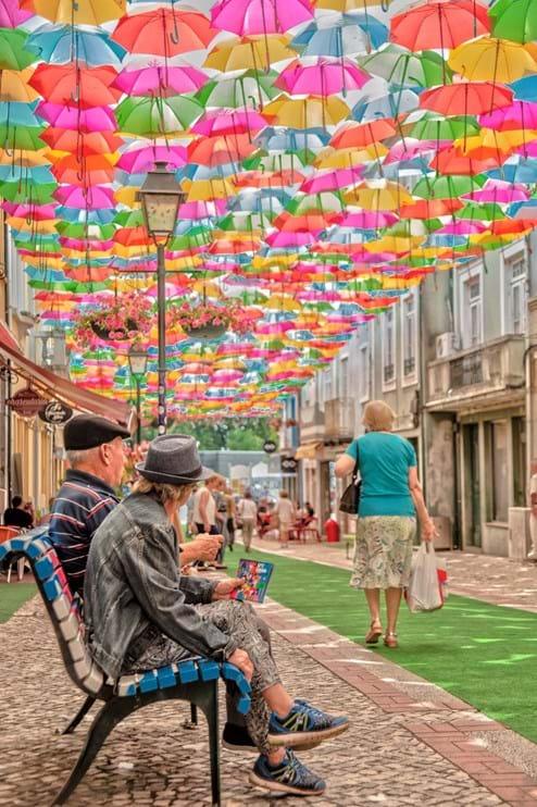 O AgitÁgueda Art Festival atrai todos os anos milhares de visitantes às ruas dos guarda-chuvas coloridos. O festival foi reagendado para 3 a 25 de julho de 2021